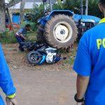 Salahi rute, traktor tabrak kendaraan mahasiswa