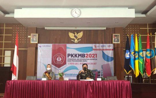 Pemateri sedang mengisi materi pada kegiatan PKKMB hari pertama, Rabu (25/8/2021)